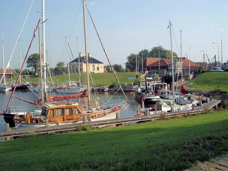 Das Hafenbecken van Workum in Friesland Holland