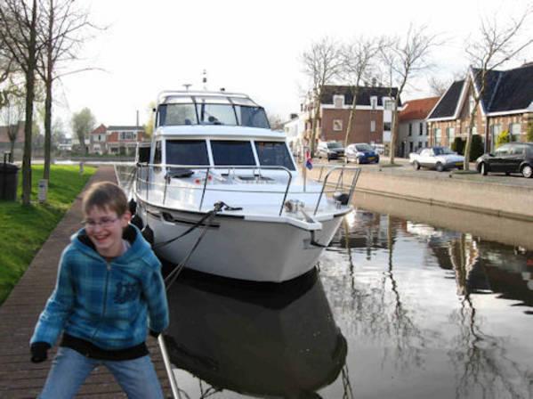 hausboot mieten in holland yachts4u yachtcharter friesland. Black Bedroom Furniture Sets. Home Design Ideas