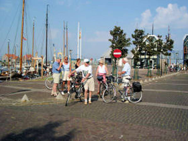 Touristen in Holland in Stavoren in Friesland